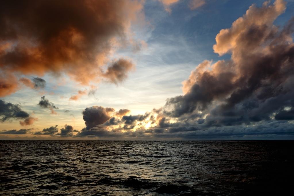南硫黄島で見る夕陽