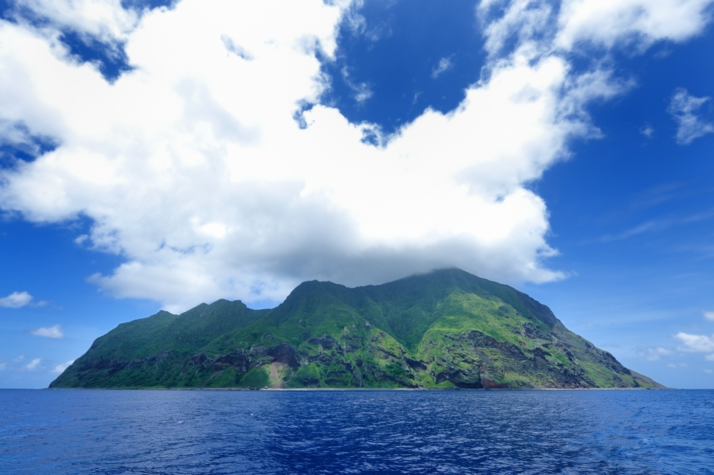 北硫黄島(西側から)