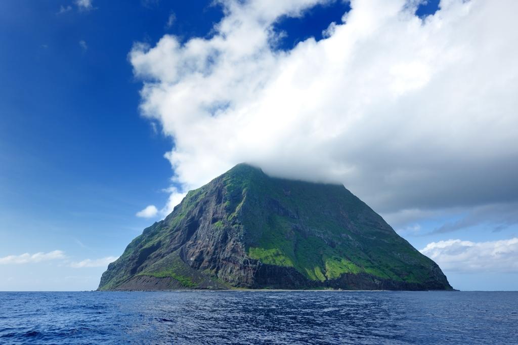 北硫黄島(南側から)