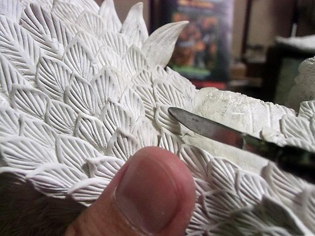 わき腹の羽毛を成型