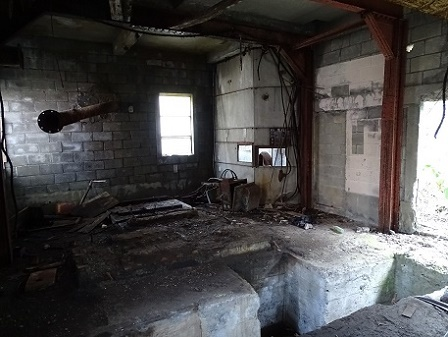 三笠幌内炭鉱跡、旧道廃屋 (1)