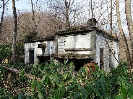 三笠幌内炭鉱跡、旧道廃屋 (3)