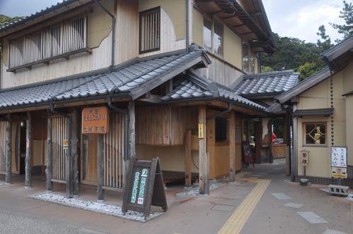mitinoekihananoiwaya003_R.jpg
