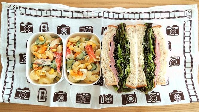 サンドイッチとマカサラ弁当