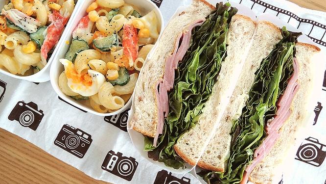 サンドイッチとマカサラ弁当ズーム