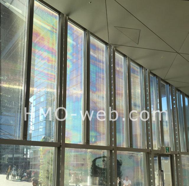 窓フィルム虹彩現象