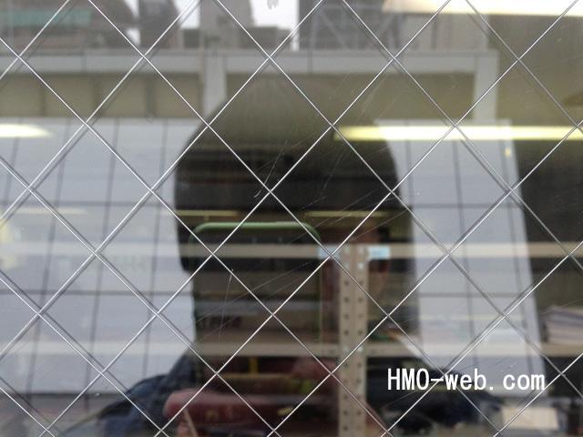 窓ガラスの細かな線キズ