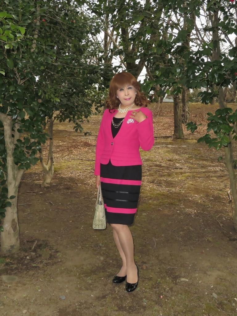 ピンクと黒のスーツ公園A(5)