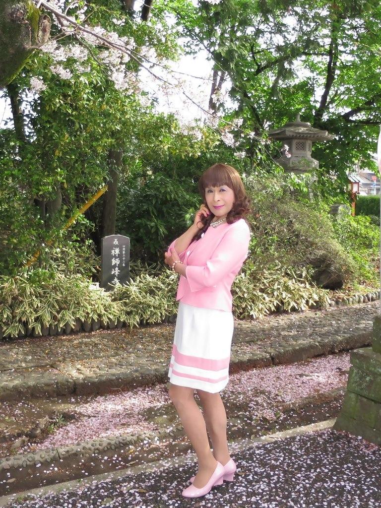 ピンクスーツ寺院前(3)