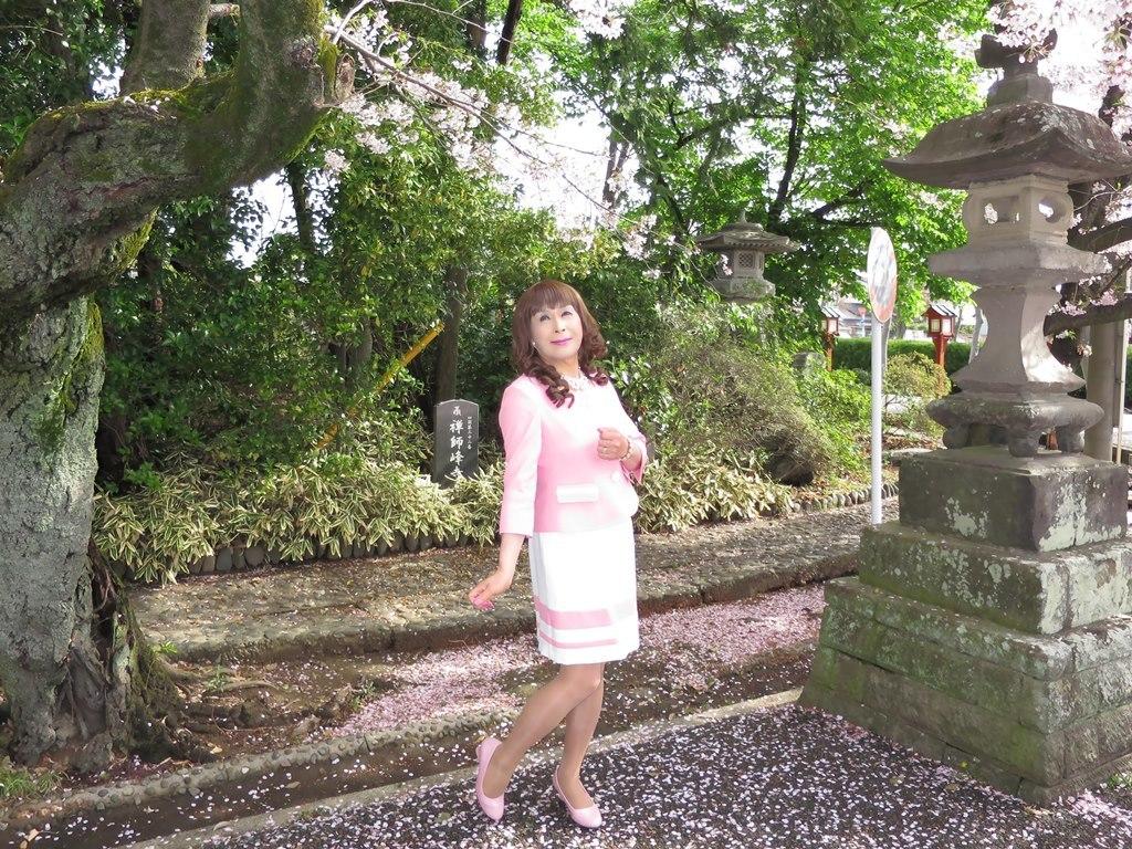 ピンクスーツ寺院前(4)