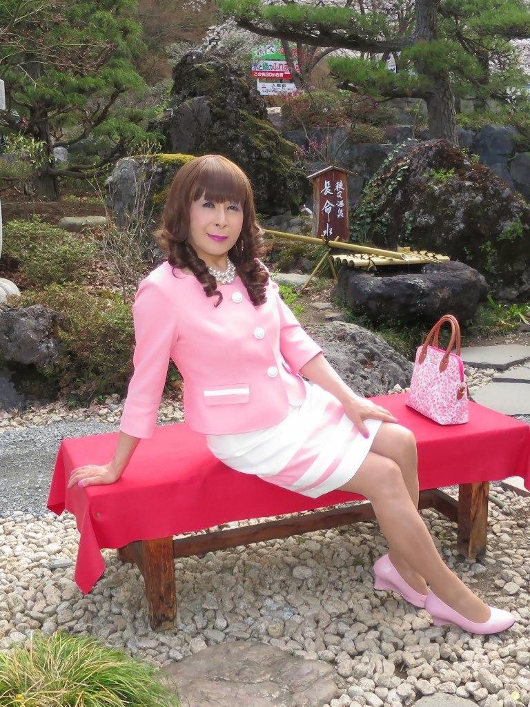 ピンクスーツ温泉前B(1)