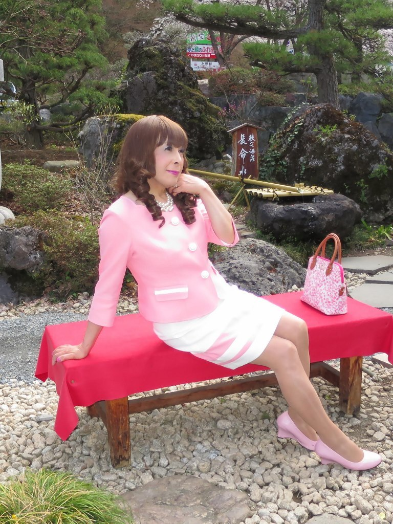 ピンクスーツ温泉前B(2)