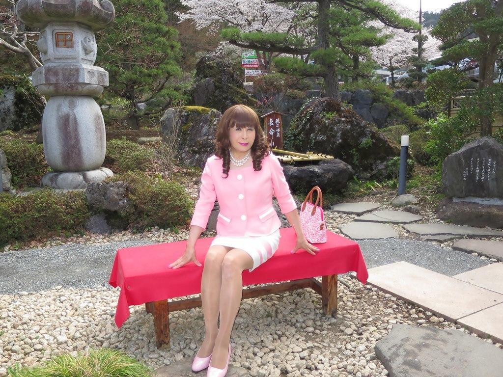 ピンクスーツ温泉前B(4)