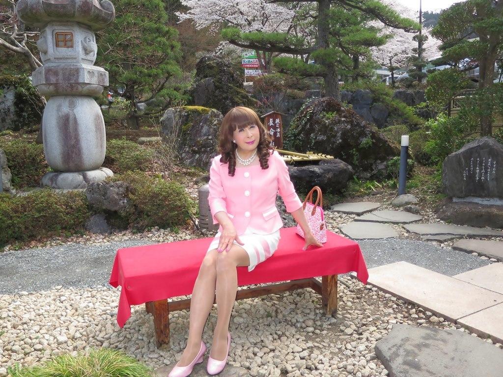 ピンクスーツ温泉前B(5)