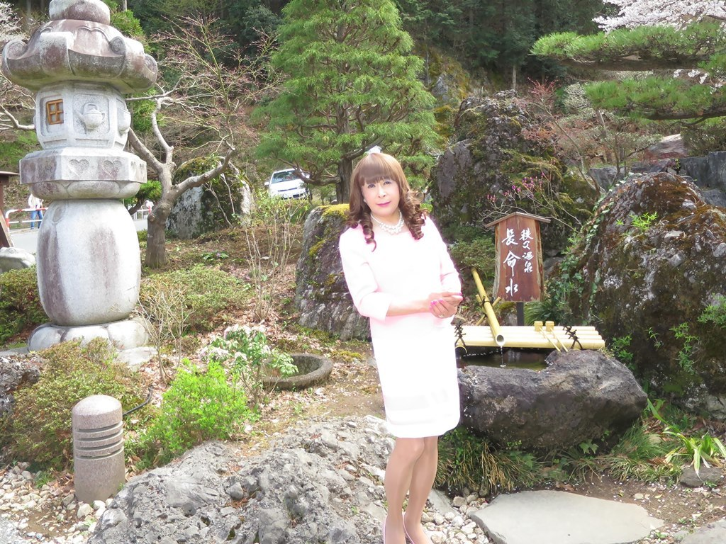 ピンクスーツ温泉前B(7)