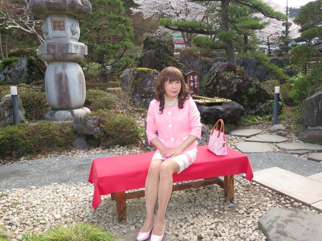 ピンクスーツ温泉前B(3)