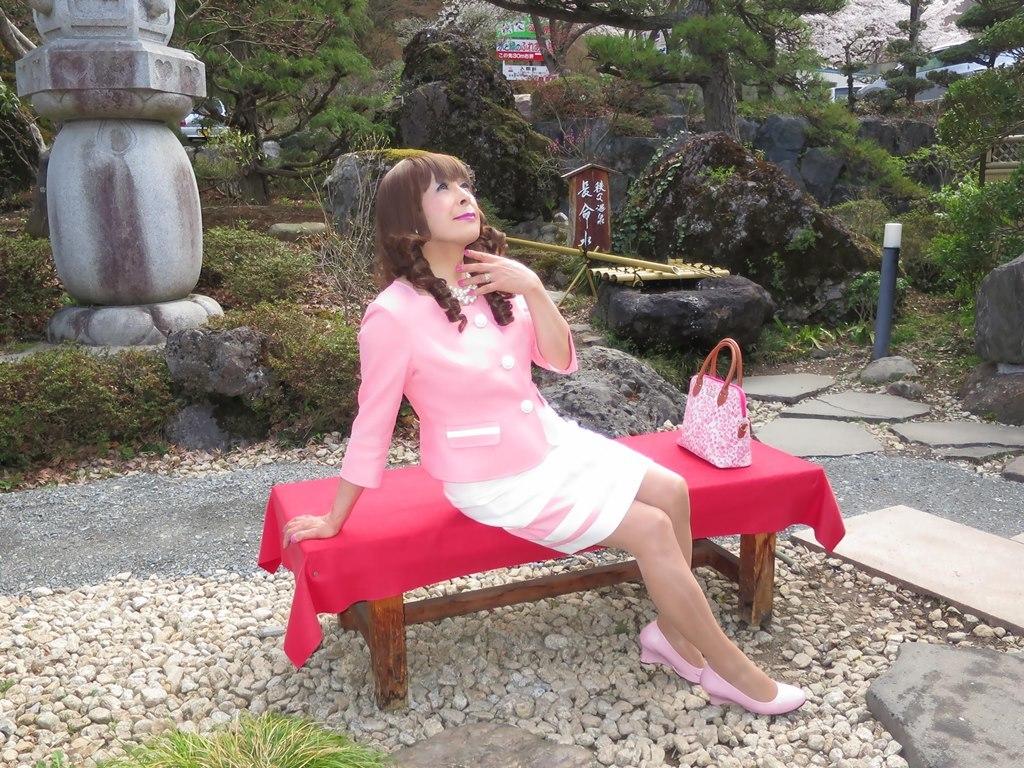 ピンクスーツ温泉前B(6)
