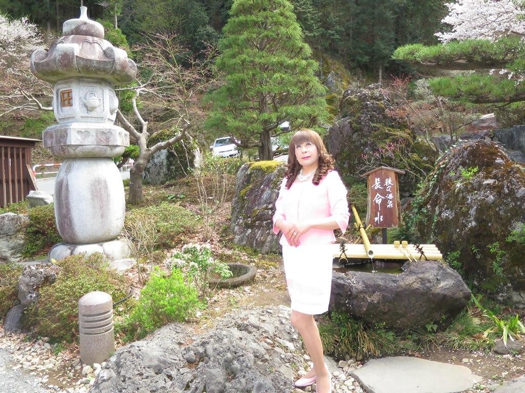 ピンクスーツ温泉前B(8)