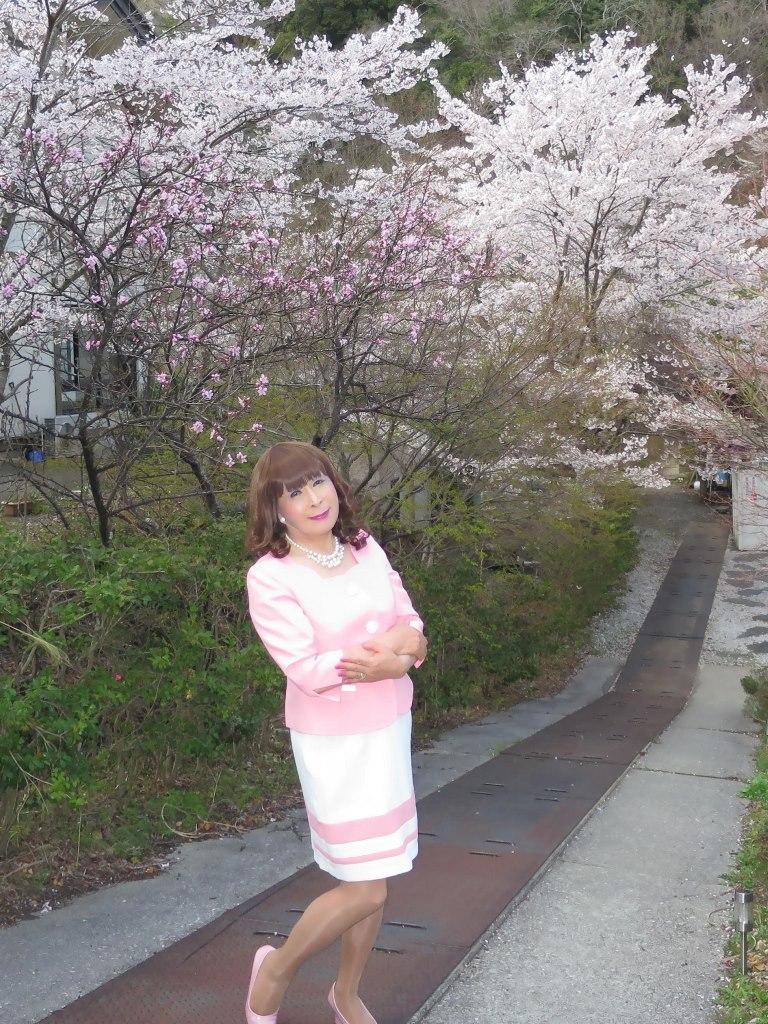 ピンクスーツ温泉前C(2)