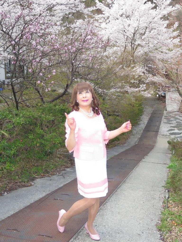 ピンクスーツ温泉前C(4)
