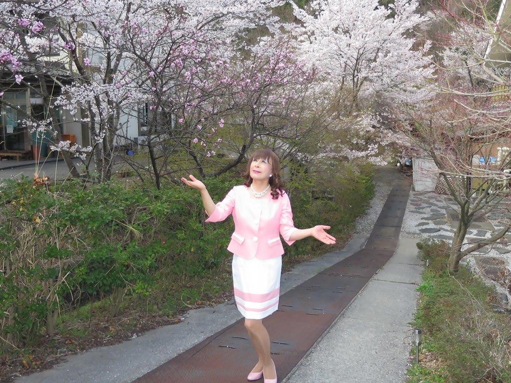 ピンクスーツ温泉前C(6)