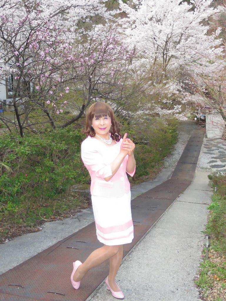 ピンクスーツ温泉前C(3)