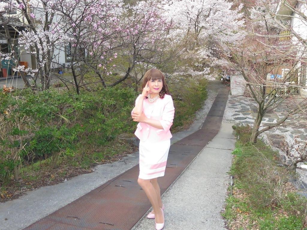ピンクスーツ温泉前C(8)