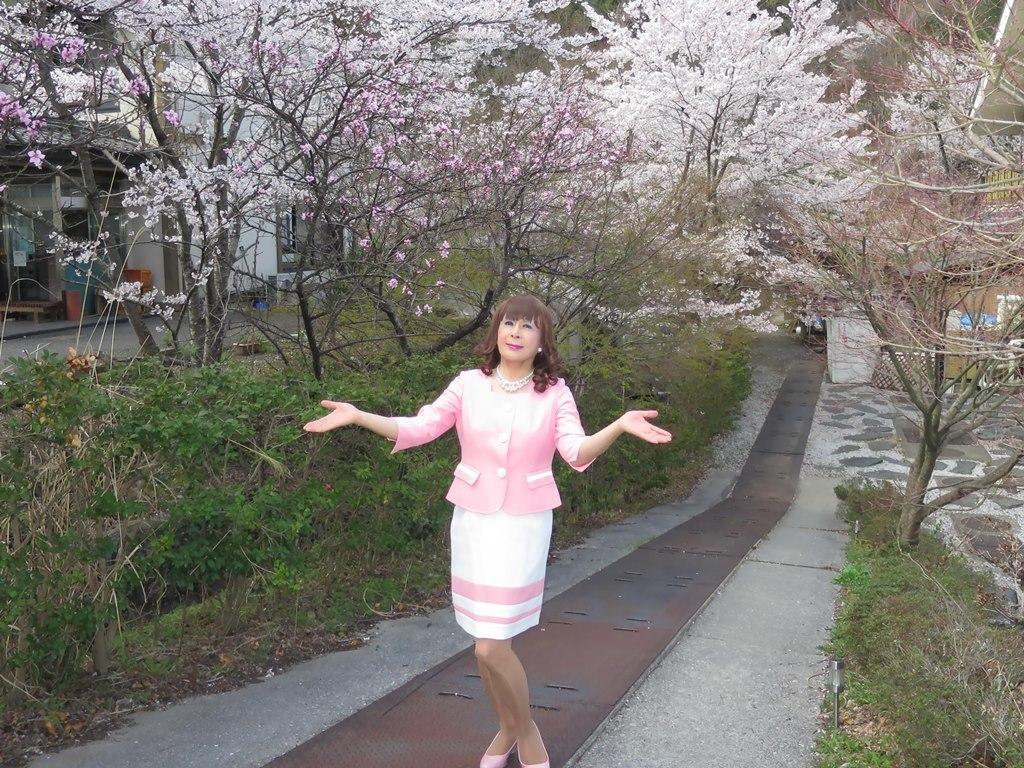 ピンクスーツ温泉前C(5)