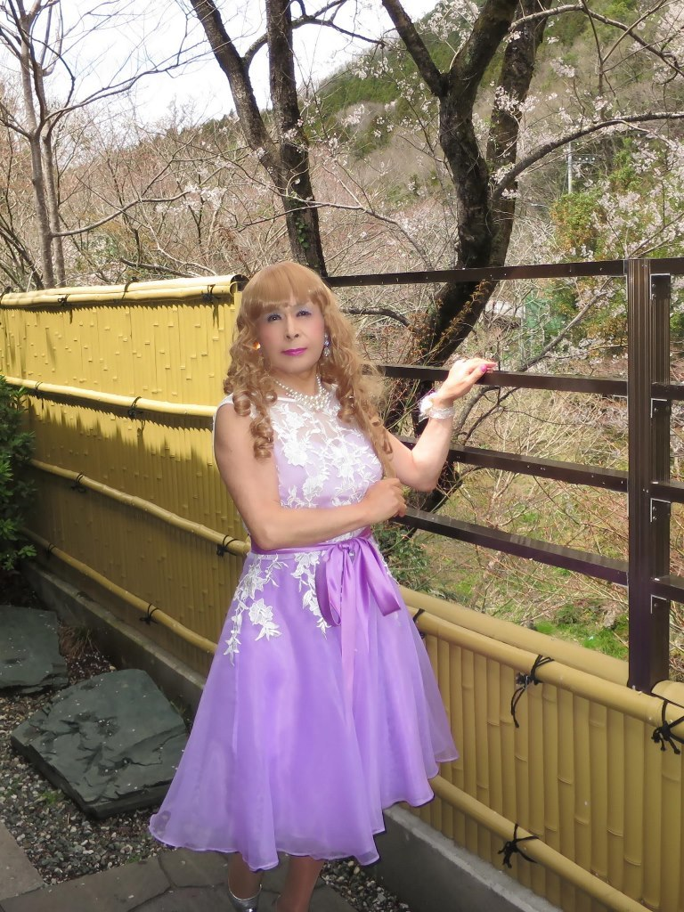 紫ショートドレス竹塀前B(1)