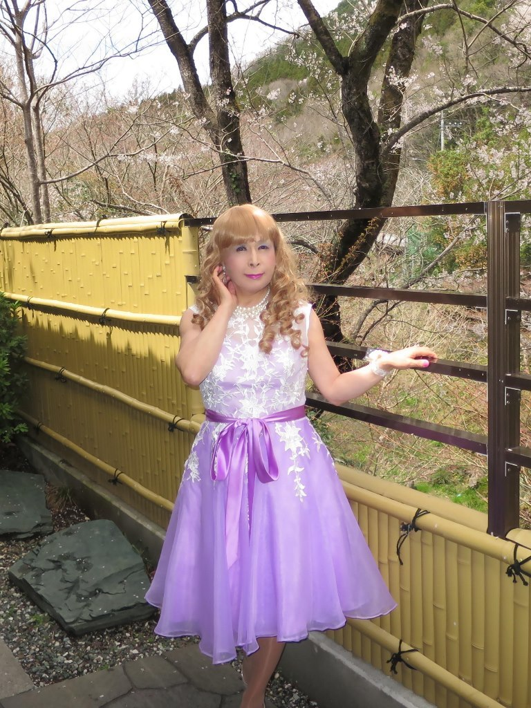 紫ショートドレス竹塀前B(2)