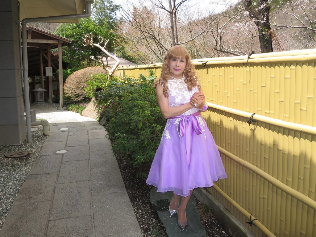 紫ショートドレス竹塀前B(8)