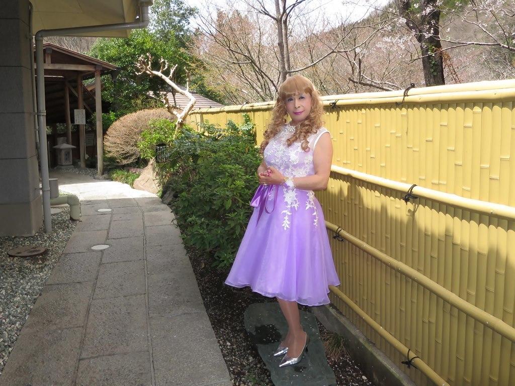紫ショートドレス竹塀前B(7)