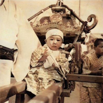 昭和27年5月 町会神輿に乗る私