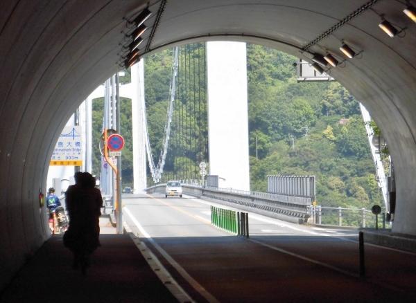 109 トンネルを出ればすぐ橋CIMG0220 (600x438)