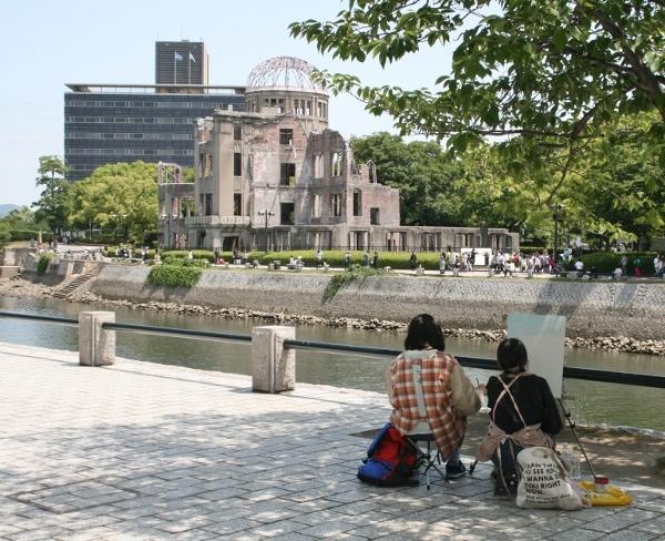 102 原爆ドームを写生 IMG_9386 (600x488)
