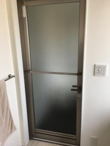 一条工務店浴室の扉アーバングレー