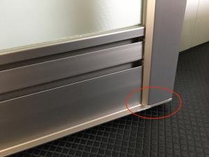 浴室ドアの水漏れによる水垢