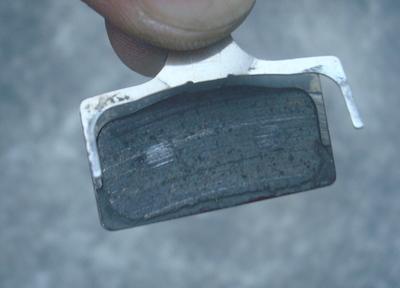 2 磨り減ったパッドDSC01511
