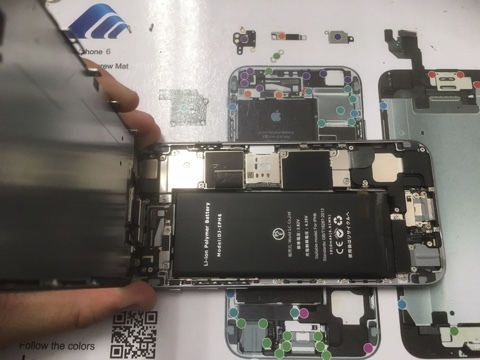 iP6バッテリー交換中