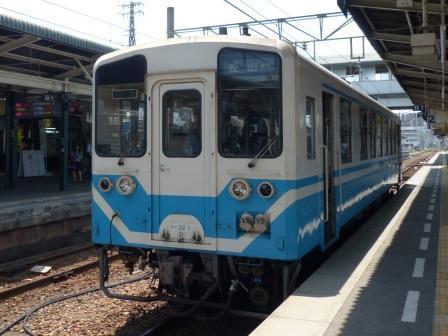 JR松山駅 キハ32形気動車
