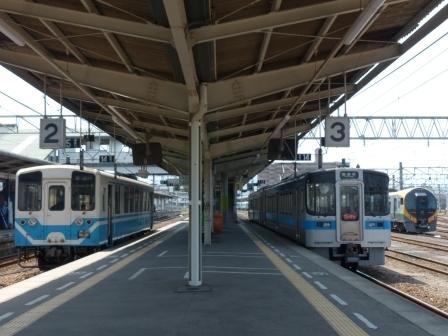 JR松山駅 キハ32形 & 7000系 & 8600系
