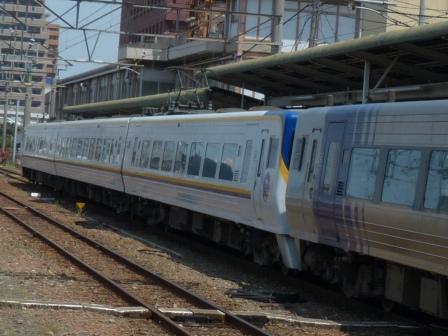 JR松山駅 8000系特急形電車 (台鉄ラッピング) 2