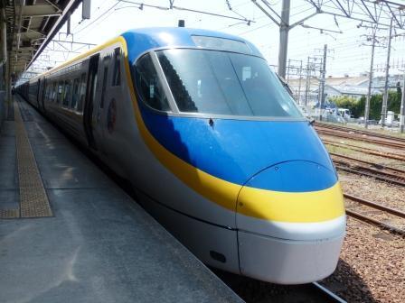 JR松山駅 8000系特急形電車 (台鉄ラッピング) 1