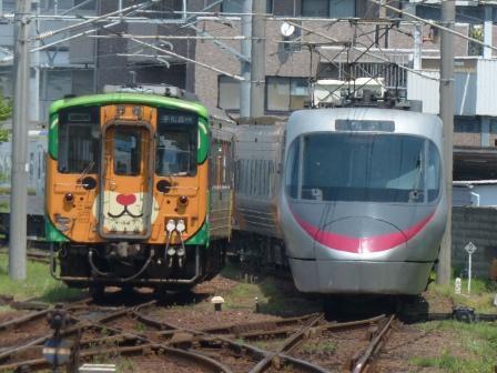 JR松山駅 キハ54形 (みきゃんラッピング) & 8000系