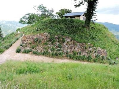 16二ノ丸石垣(東から)