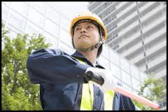 【高収入】交通誘導警備スタッフ、シニアが大活躍!70代以上OK!!