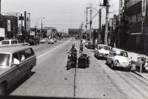 昭和45年、国道17号から見た建設中の電電公社ビル