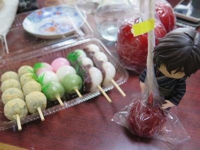 リンゴ飴と大倶梨伽羅ちゃん