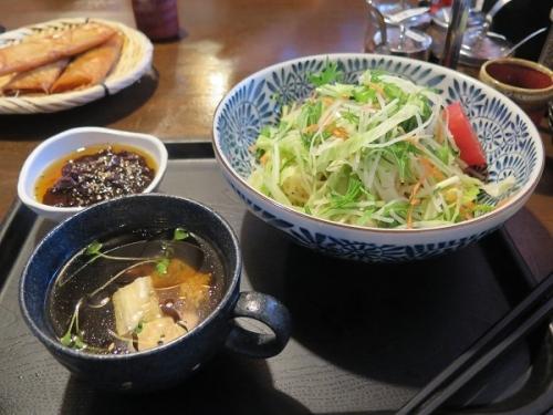 和の中さん ジャージャンサラダ和え麺