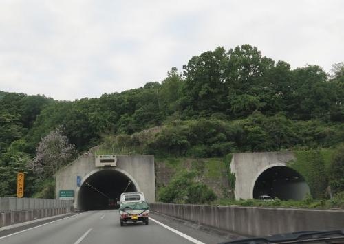 高速道路のトンネル